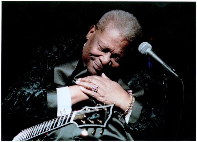 bb-king-bowing