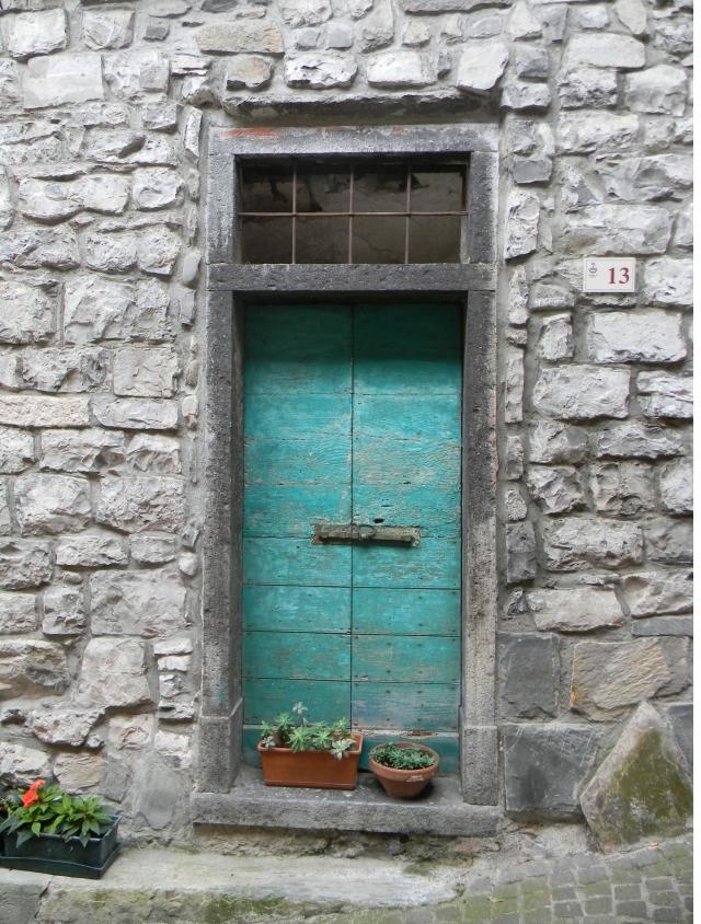 Turquiose door, cropped