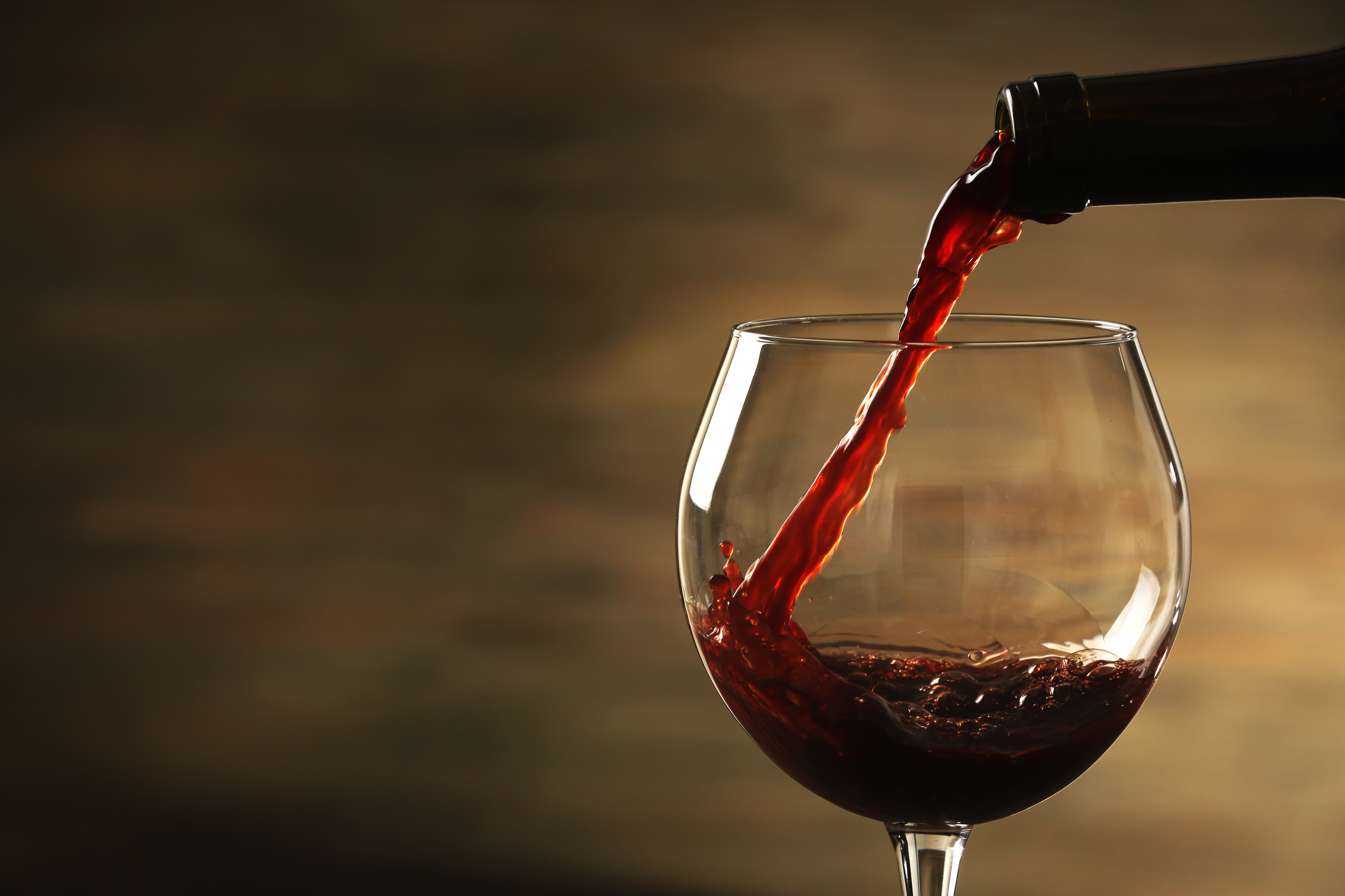red wine pouring | EpicuriousTravelers.com